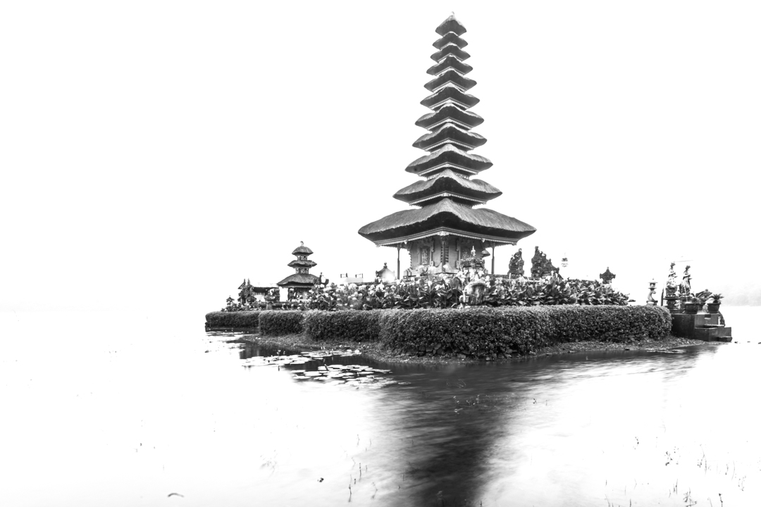 Danau Beratan Tempel am Wasser marcoschur.de marco schur fotografie leipzig indonesien bali